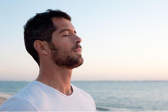 Trapianto di barba FUE in giovane età: Vantaggi – Svantaggi